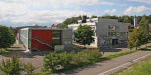 Schulgebäude von aussen